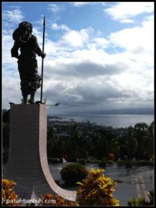 Tiahahu Monument
